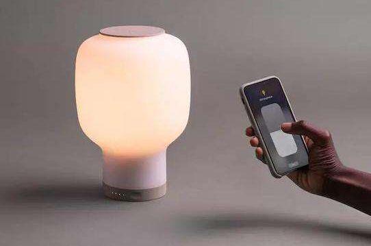 Rise台灯:支持无线充电,可远程操控合作